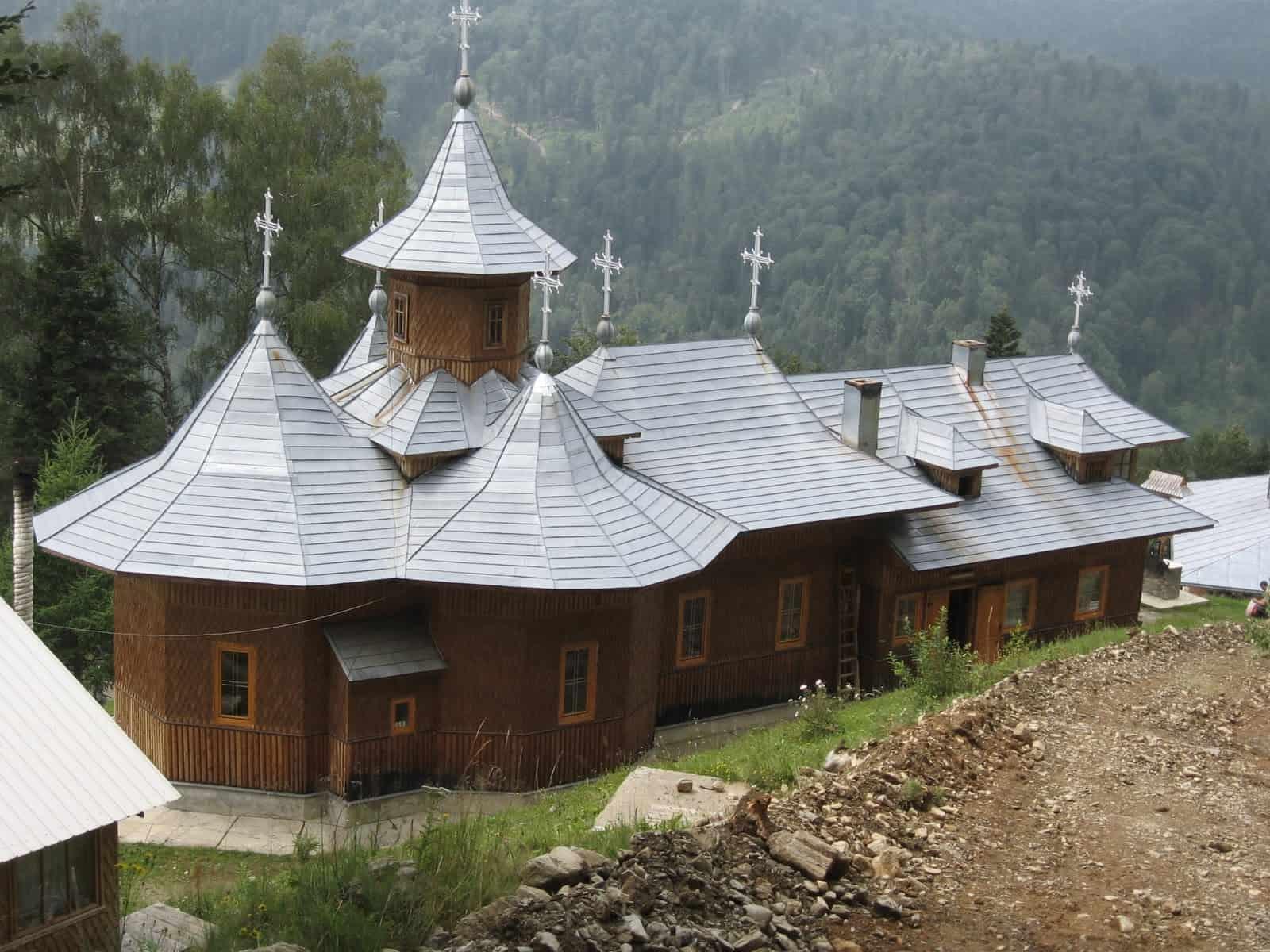Manastirea-Pojorata-Corlateni