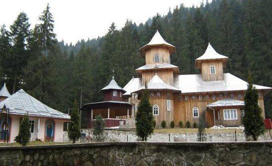 Manastirea-Rarau