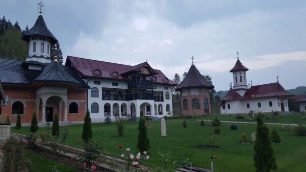 Manastirea-Secries-Moldovita-1
