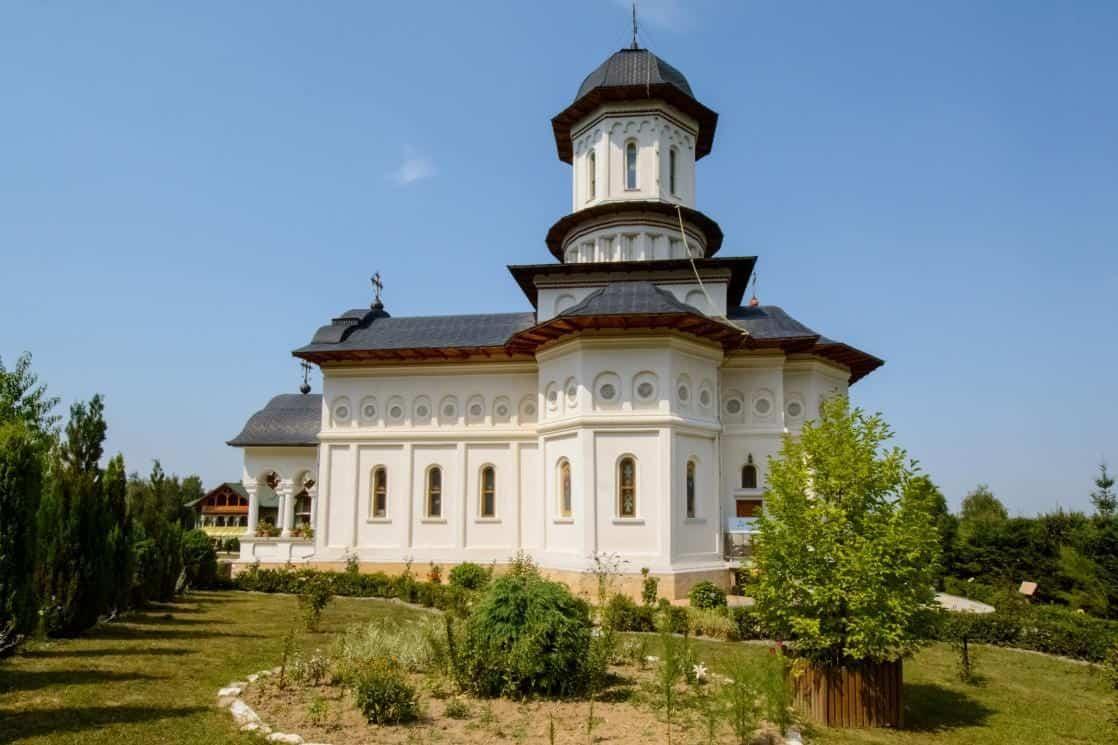 Manastirea-Sfintii-Apostoli-Petru-Si-Pavel