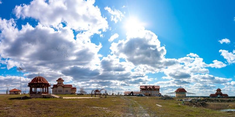 Manastirea Sfintilor Romani Poarta Alba