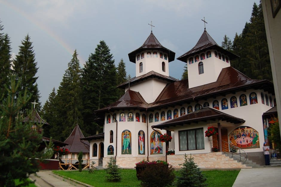 Manastirea-Sihastria-Rarau