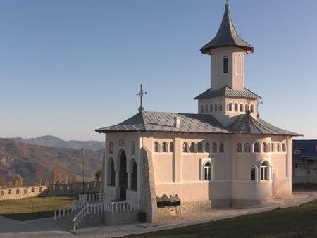 Manastirea-Stefan-Cel-Mare-Si-Sfant